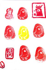 ハンコを使った鶏の絵手紙