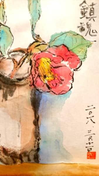 花瓶に挿した赤い椿の花